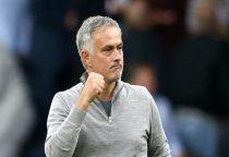 Mourinho vẫn đang chiến đấu để ở lại Man Utd