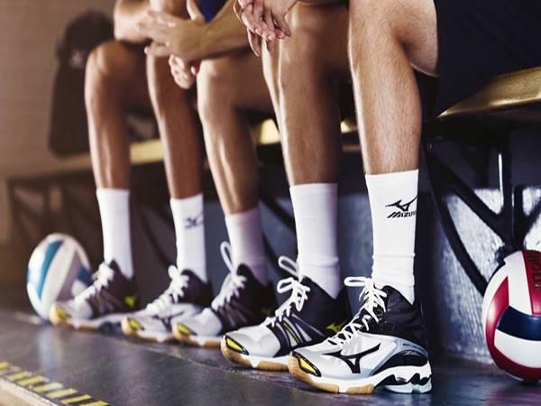 Chọn giày bóng chuyền như thế nào là phù hợp nhất
